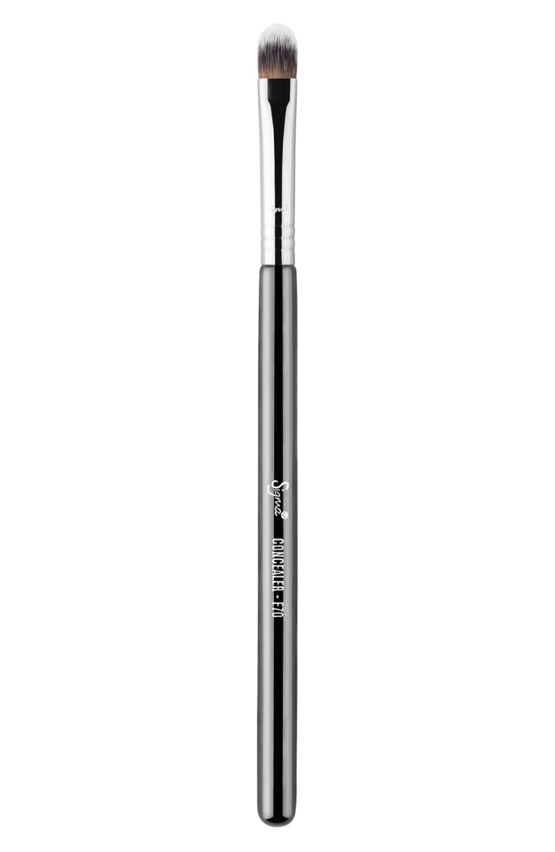 concealer brush in your basic makeup brush collection