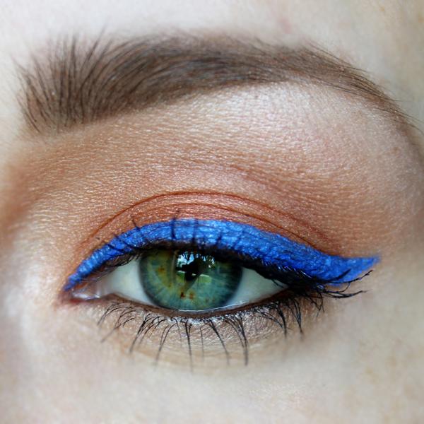 cobalt blue eyeliner trend