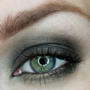 Emerald Green Eyeshadow design using the Mineral Fusion Jaded Eyeshadow Trio