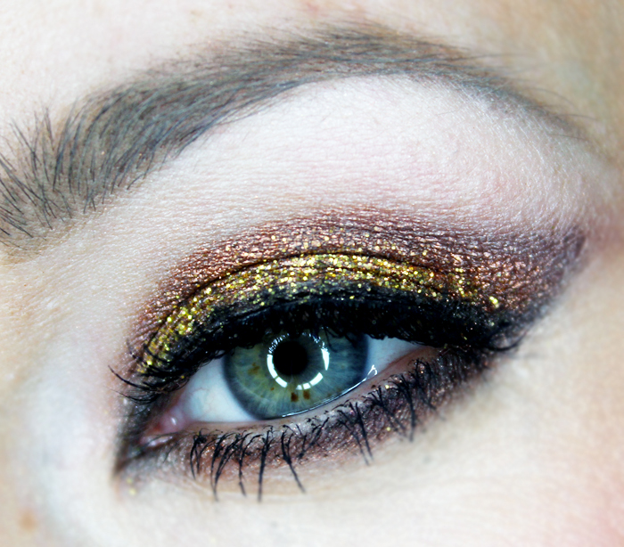 sparkle eye makeup design for christmas
