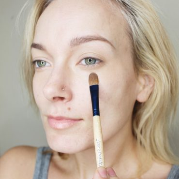 how to conceal your dark undereyes