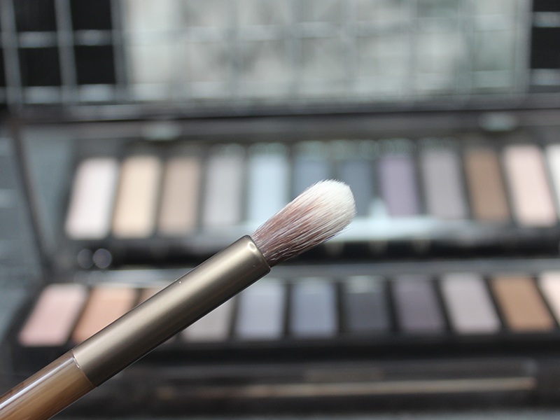 urban decay smoky eyeshadow brush