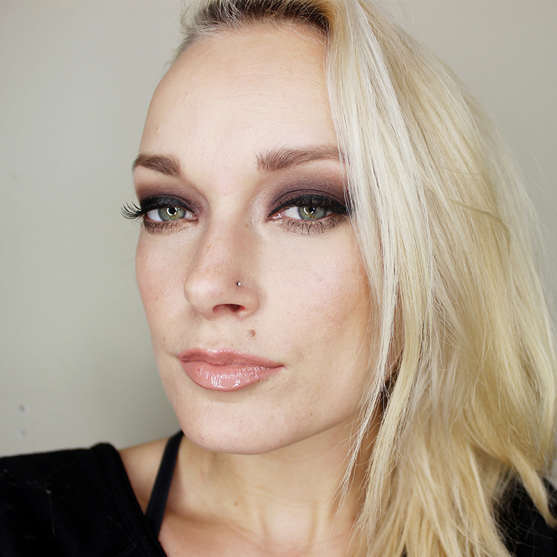dark sultry eyeshadow tutorial and makeup look citizens
