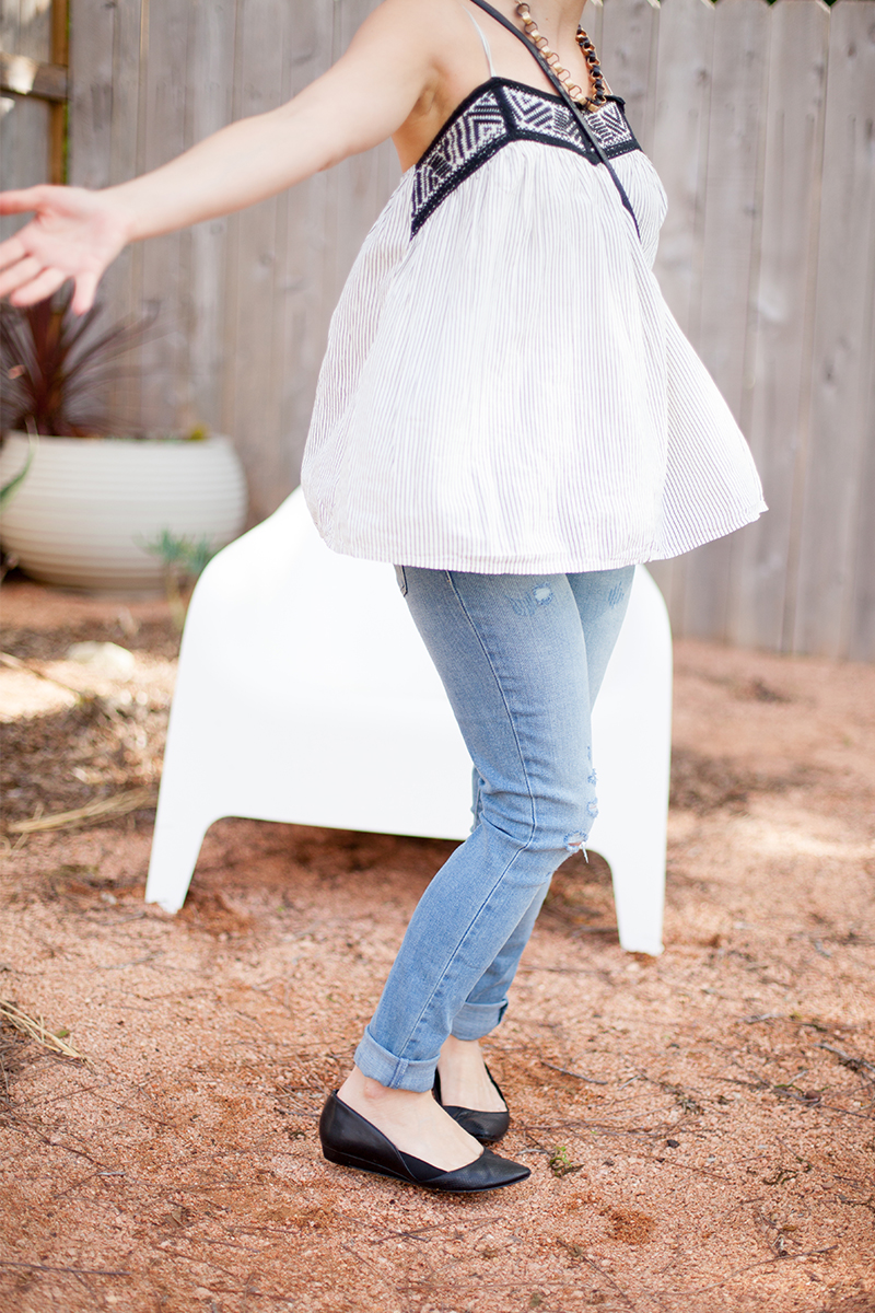 This easy Boho Chic style for Spring wearing comfy levi 711 skinny jeans with a flow top and flat shoes.