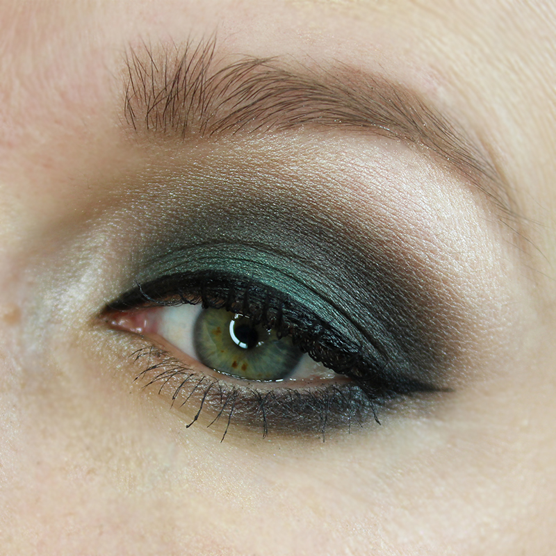 black and smoky eye makeup tutorial with teal