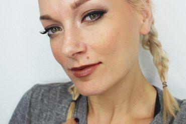 90s-grunge-makeup-look