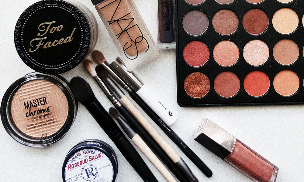 Best makeup organization accessories and holders on Amazon