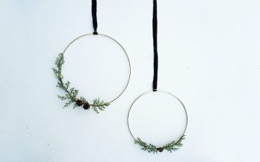 DIY Gold Wire wreath steps and easy decor