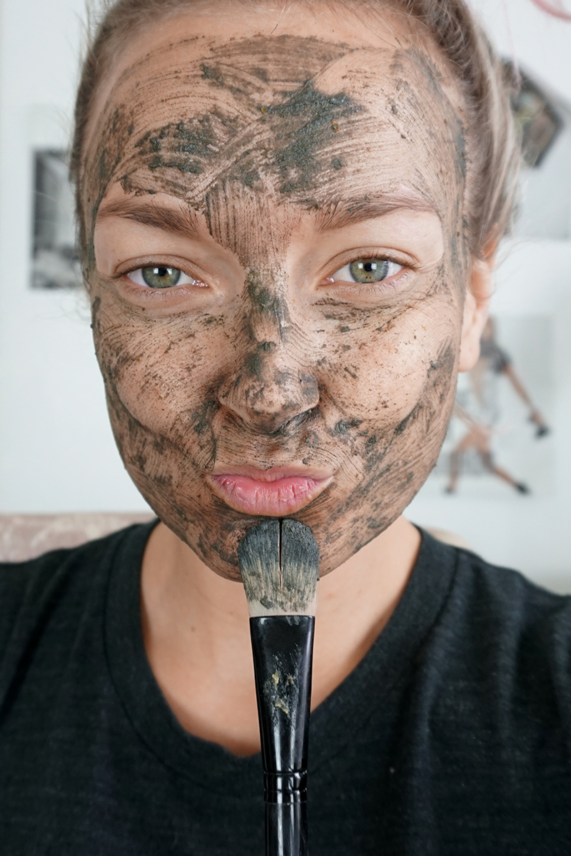 How to make a DIY pumpkin enzyme mask at home
