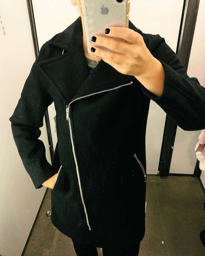 This is the cutest black fall jacket with a fun side zipper at a great price. Check out this entire jacket, sweater, and cardigan try on haul at Old Navy