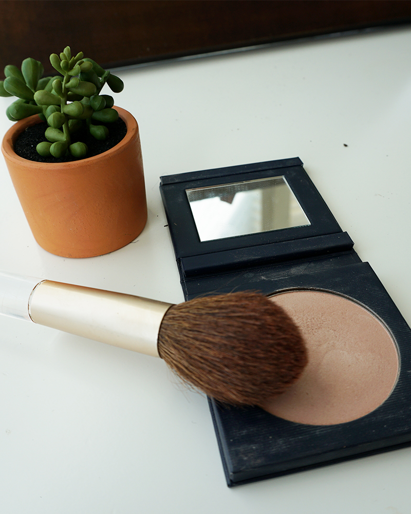 Check out the gorgeous Beautycounter HALO highlighter that will make your skin glow and it's also safe to use.