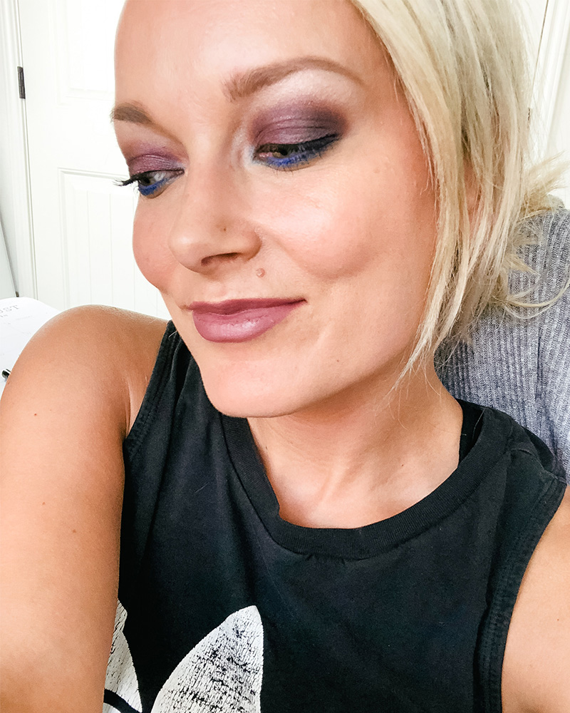 beautycounter velvet statement eyeshadow palette makeup look with blue and teal eye makeup