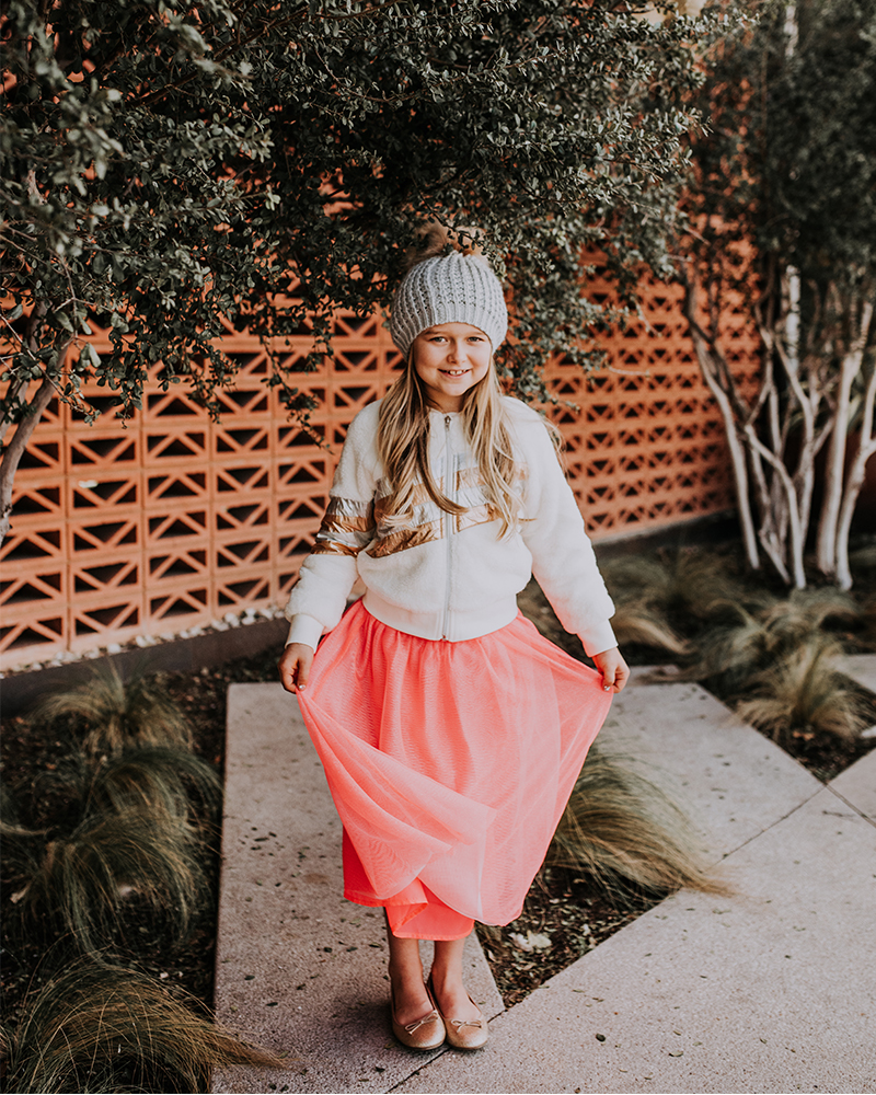 Holiday Family Photos Clothing and style insporation with beauty and lifestyle blogger, Kendra Stanton