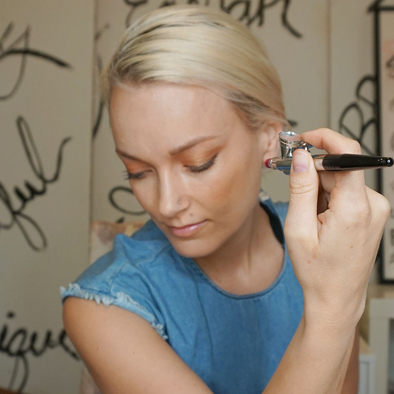 how to airbrush on your eyeshadow with Luminess air.