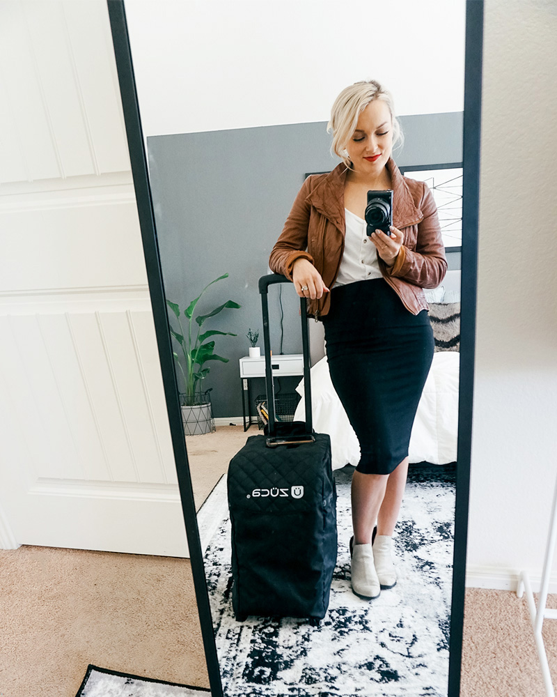 Check out this beginner makeup artist kit guide with everything you need to know about what you should have for your career with Austin, TX Makeup Artist, and blogger, Kendra Stanton.