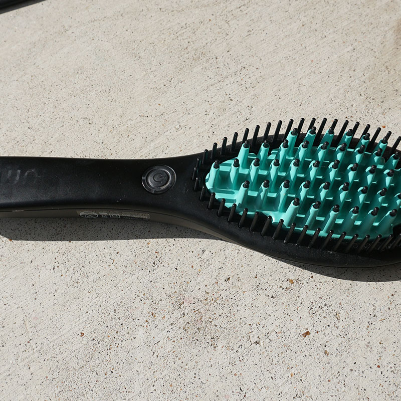 Brush and straighten your hair with the Luma brush