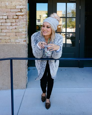 Cozy fall/winter look from Walmart style and the entire look is under $60! Check out out with Beauty and lifestyle blogger, Kendra Stanton.