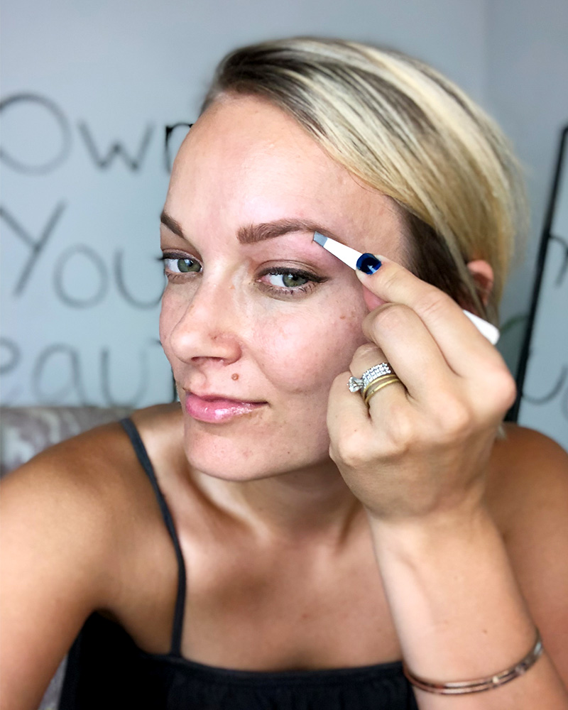 learn the difference between waxing vs tweezing your brows and what's right for you