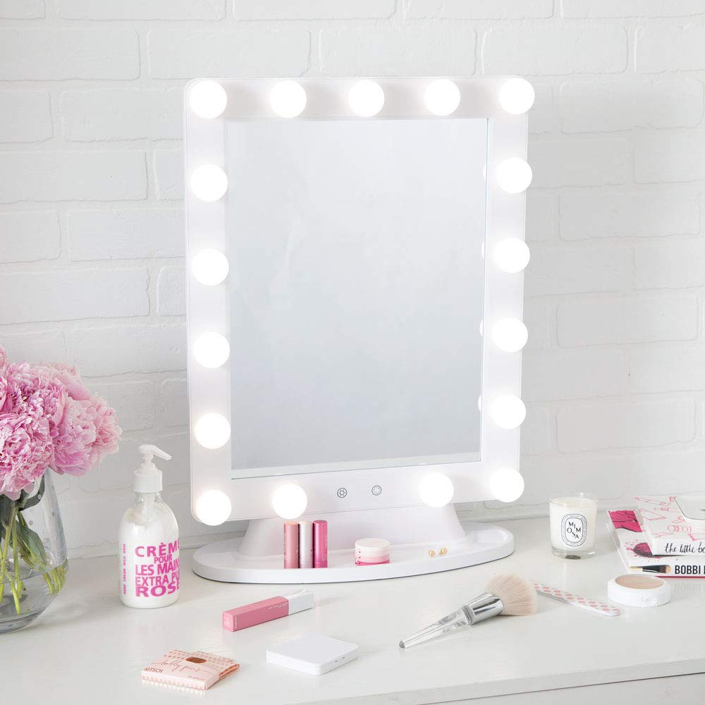 Austin, TX beauty and lifestyle blogger brings you the best makeup lights for vanity!
