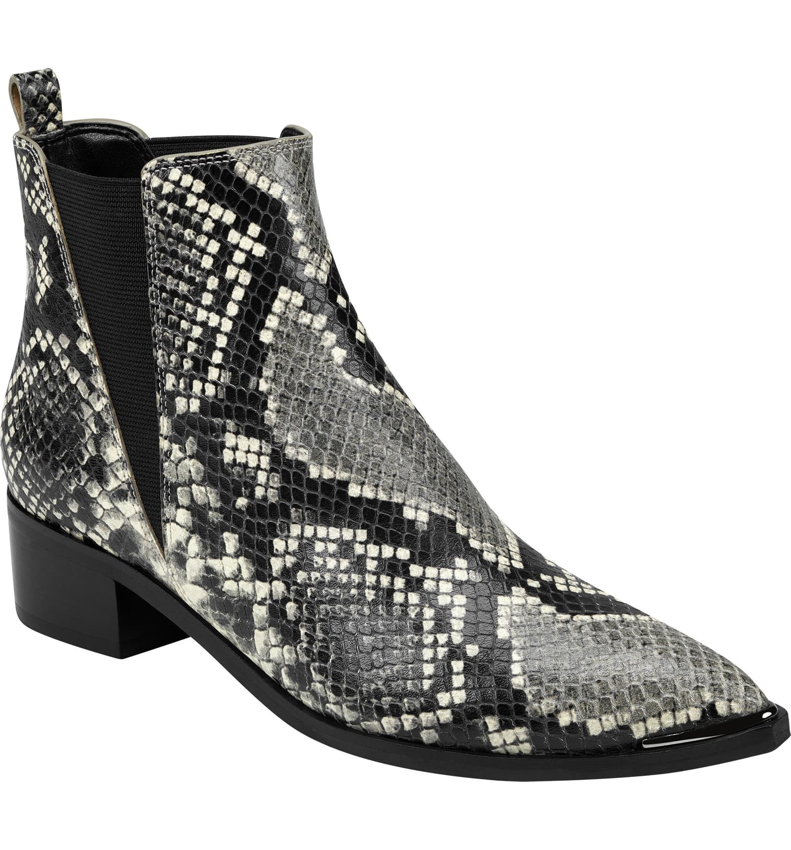 Snake skin Chelsea boots are so popular right now for fall 2019!