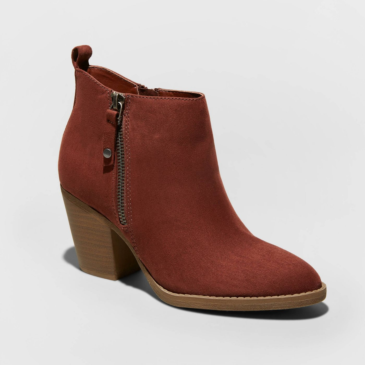 Burgundy Boot for fall 2019 popular trends.