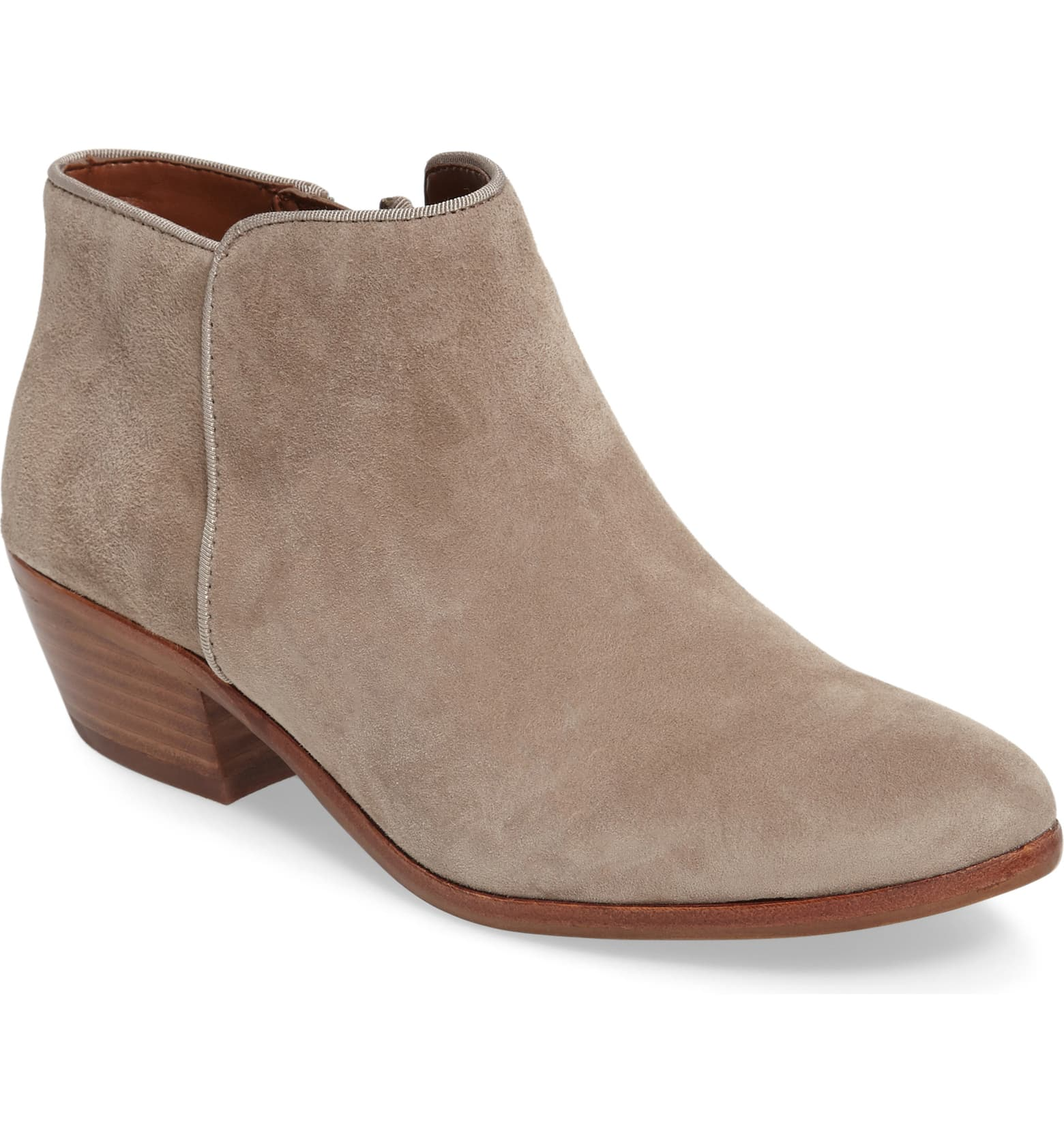 Check out these popular Fall boots for 2019 that are the Chelsea style! From Sam Edelman, Universal Threads, and more!