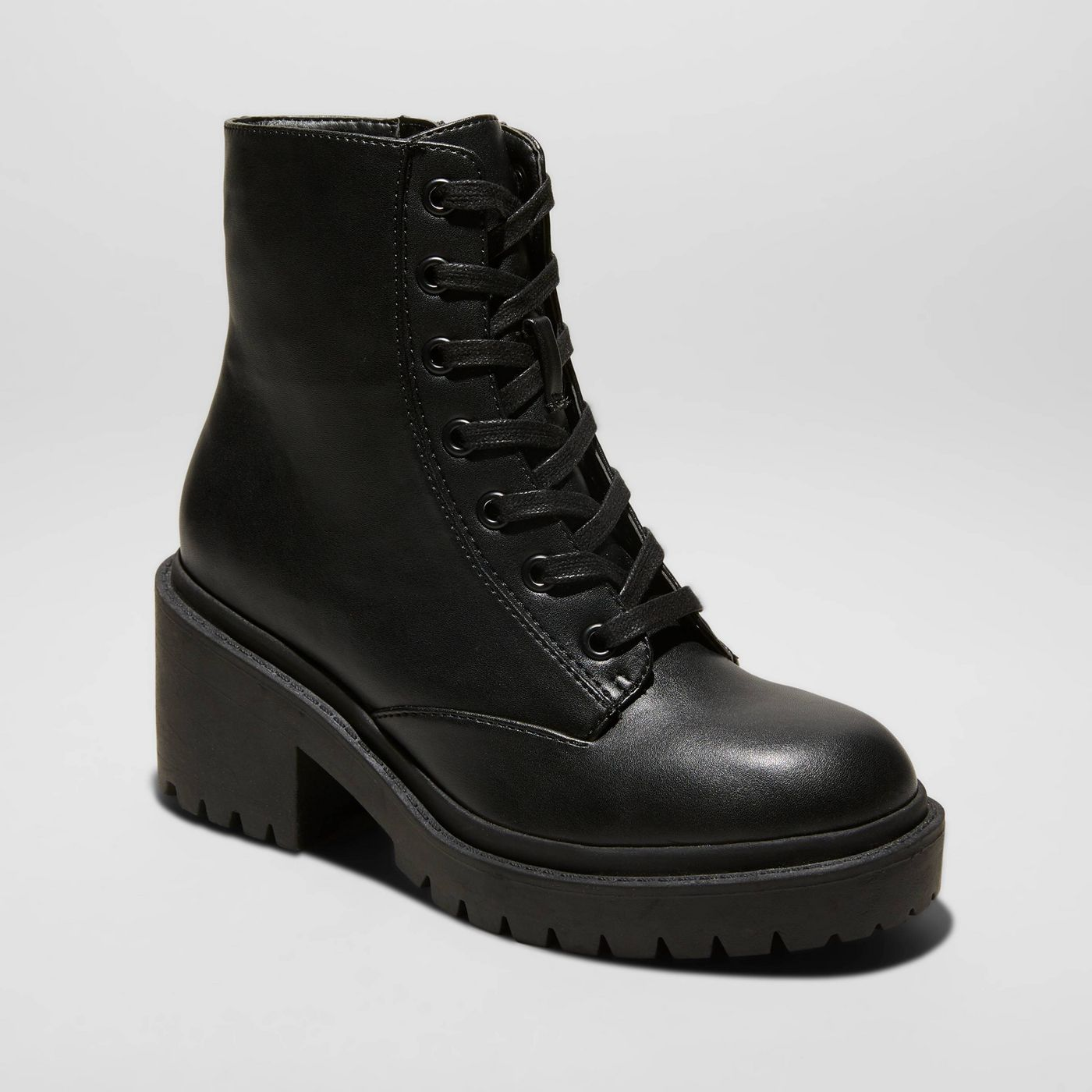 Black combat boot for all 2019 that is budget friendly and perfect for Fall 2019.