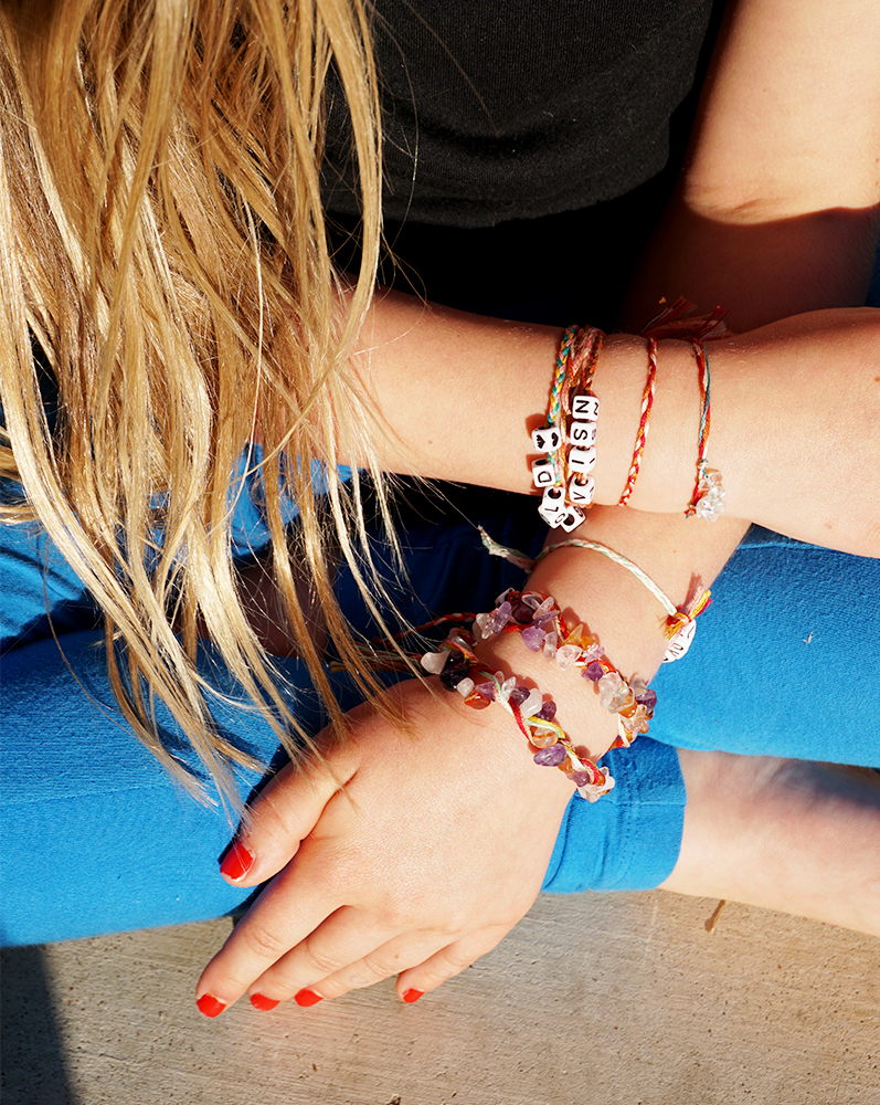 How to make a DIY boho beaded friendship bracelet easily. Stack your different bohemian accessories and have fun with this kids friendly craft.