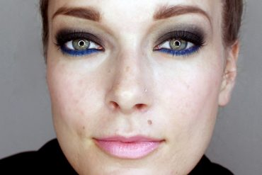 fall makeup look blue and smoky eyes