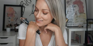 Get these easy tips and tricks on how to apply your foundation like a pro with a foundation brush